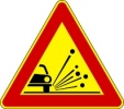 Cartello stradale indicatore materiale instabile sulla strada